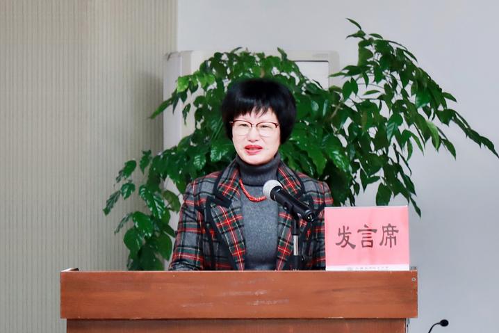 陈树晖代表学校向全体新生致以热烈欢迎